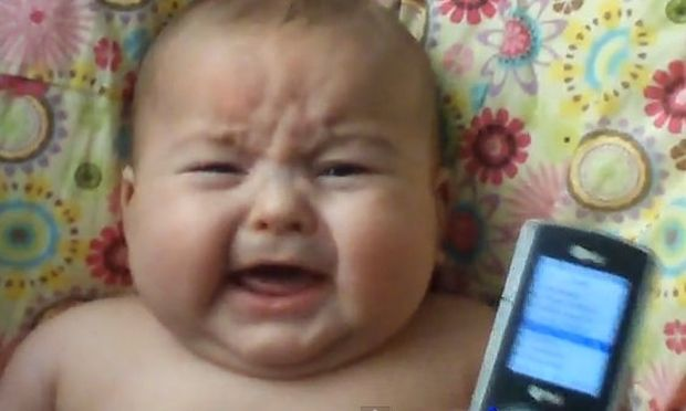 Βίντεο: Μωρό κλαίει με το... κλάμα μωρού!