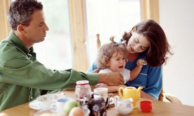 Βοηθώντας τα μικρά παιδιά να αντιμετωπίσουν ένα διαζύγιο