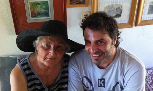 «Σ' ευχαριστώ που υπάρχεις» γράφει ο Βασίλης Παλαιολόγος στη μητέρα του…