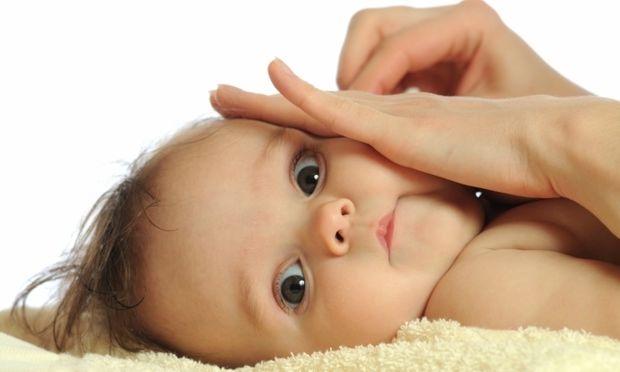 Πώς θα φροντίζετε με προσοχή την μύτη και τα αυτάκια του μωρού