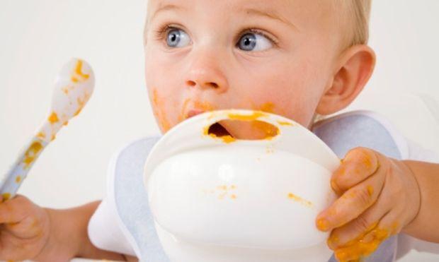 Πώς αρχίζει το παιδί να τρώει στέρεη τροφή