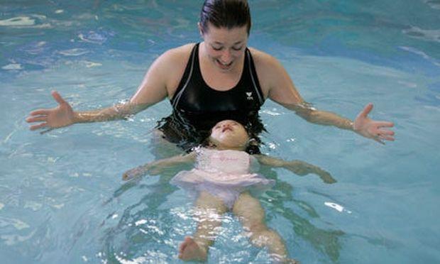 Κάντε το κολύμπι διασκεδαστικό για το μωρό σας