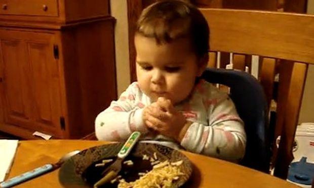 Βίντεο: Το πιο έξυπνο δίχρονο στον πλανήτη (σύμφωνα με τους γονείς του)
