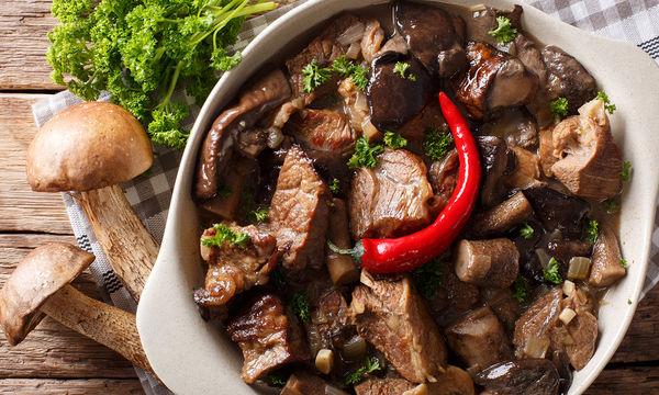Συνταγή για νόστιμο και εύκολο μοσχάρι με μανιτάρια για το κυριακάτικο τραπέζι