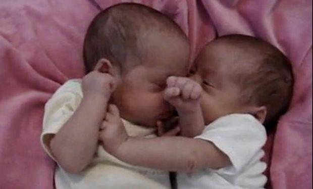 Μυστικά μεταξύ μωρών!