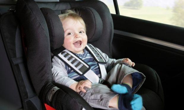 Πώς θα πείσετε το παιδί να καθίσει δεμένο στη θέση του στο αυτοκίνητο