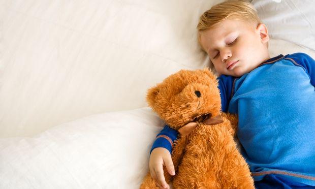 Πότε θα σταματήσει να κοιμάται με το αγαπημένο του αντικείμενο;