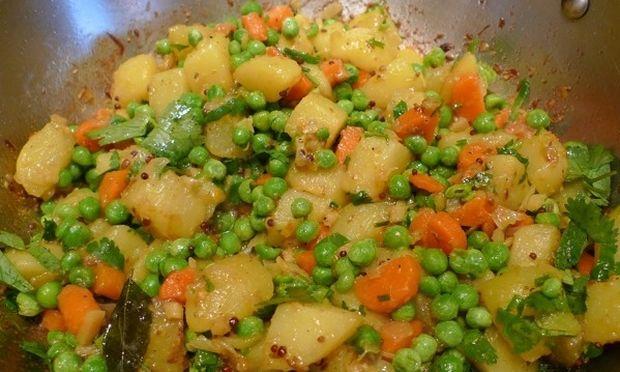 Αρακάς με πατάτες και καρότα