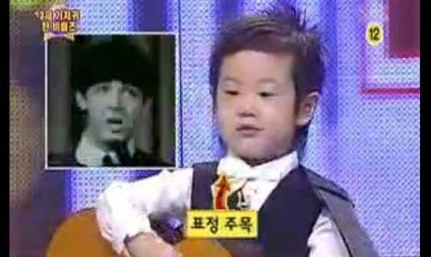 Ο απίστευτος 3χρονος που τραγουδάει Beatles!