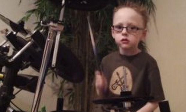 Ο 6χρονος ντράμερ που ροκάρει στο ρυθμό των Foo Fighters (video)