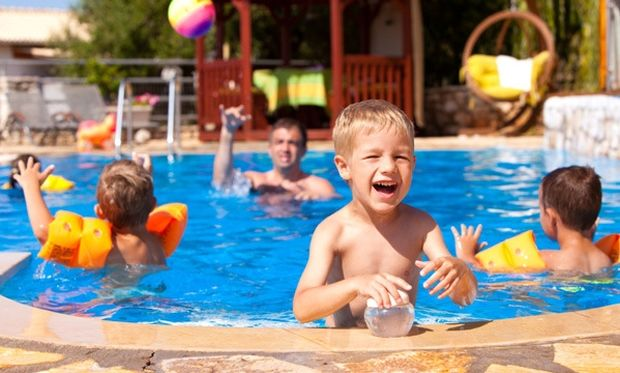 Ένα πάρτι σε πισίνα