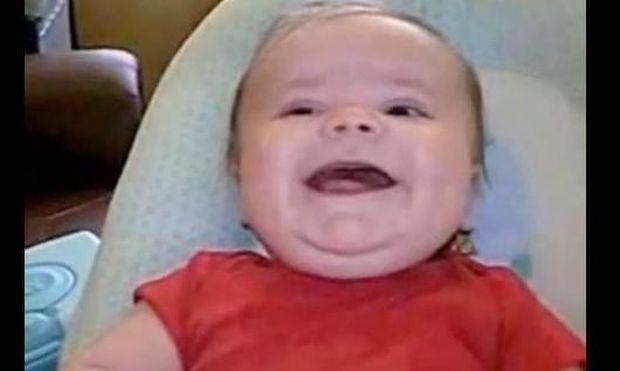 Τα πιο αστεία γέλια μωρών σε ένα βίντεο