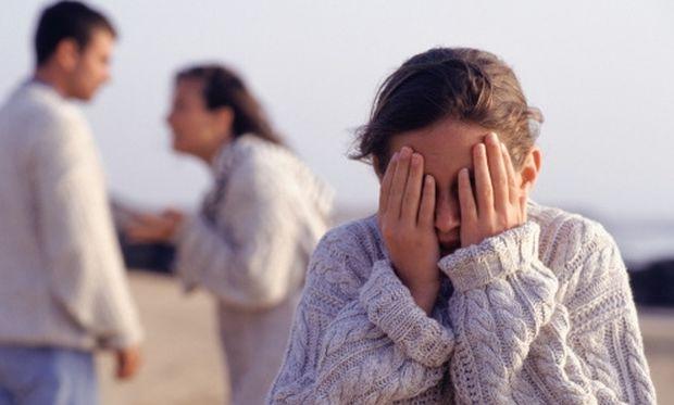 Οι αγχωτικοί γονείς μεγαλώνουν φοβισμένα παιδιά