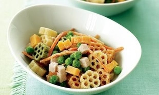 Τρίχρωμη σαλάτα με μακαρόνια
