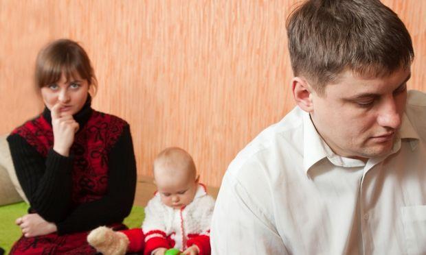 """Γίνεται ο άνδρας μου να """"ζηλεύει"""" το μωρό μας;"""