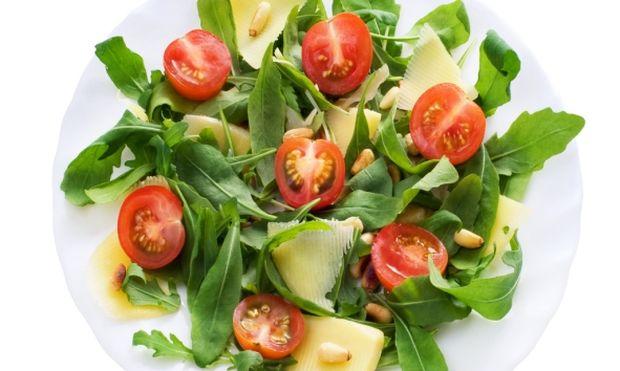 Θρεπτική καλοκαιρινή σαλάτα