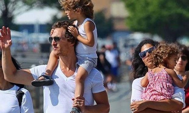 Η οικογένεια McConaughey διασκεδάζει