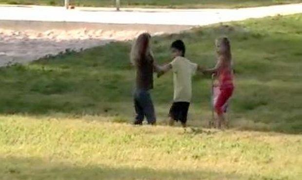 """""""Είναι δικός μου!"""" Ο απίστευτος κοριτσοκαβγάς για ένα αγοράκι!"""