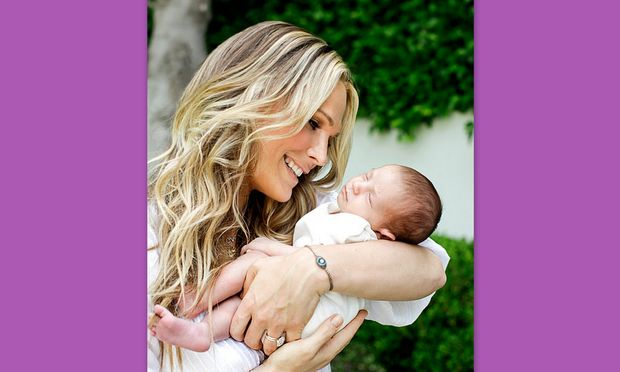 Η Molly Sims μας δείχνει το μωράκι της για πρώτη φορά