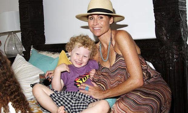 Minnie Driver: Πάρτι για το γιο της στην παραλία