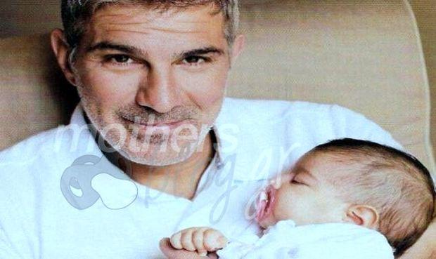 Μάνος Πίντζης: «Όταν η κόρη μου με φώναξε μπαμπά είπα: Αποκλείεται! Κάποιον άλλον φωνάζει!»
