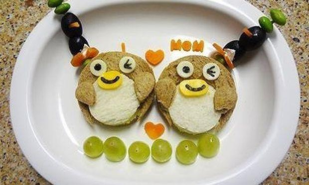 Νόστιμα πιγκουινάκια στο πιάτο του!
