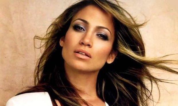 Jennifer Lopez: Πώς κατάφερε να χάσει τα κιλά της εγκυμοσύνης της;