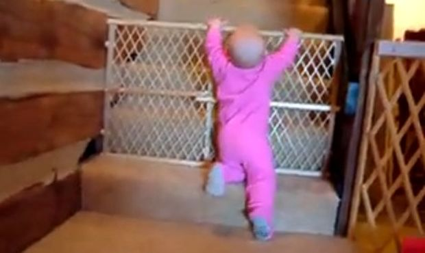 Βίντεο: Πώς καταφέρνει ένα μωρό να... δραπετεύσει;