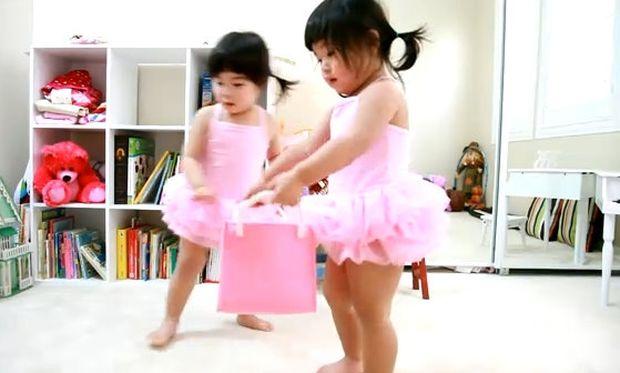 Απίθανο βίντεο: Κοριτσάκια μαζεύουν το δωμάτιο τους μιλώντας!