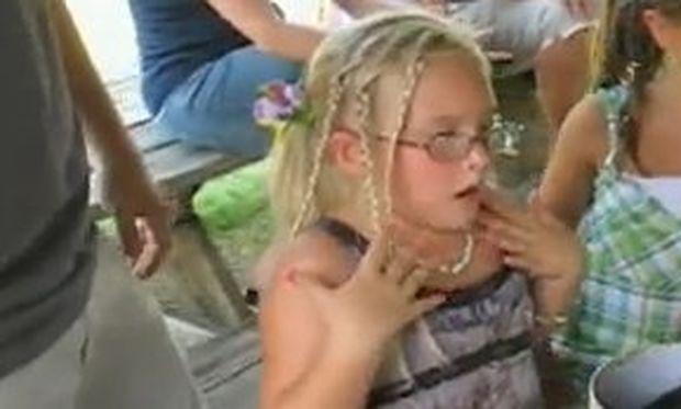 Βίντεο: Κοριτσάκι δεν μπορεί να πιστέψει το δώρο που της έκαναν