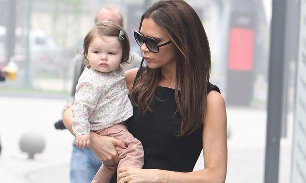 Victoria Beckham: Ταλαιπωρήθηκε να χάσει τα περιττά κιλά της εγκυμοσύνης