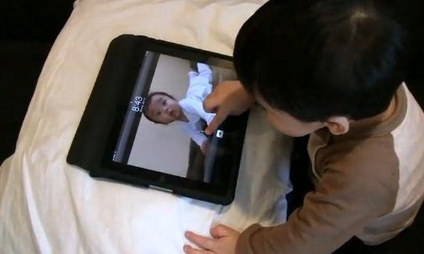 Βίντεο: Η σχέση ενός μπόμπιρα με το Ipad