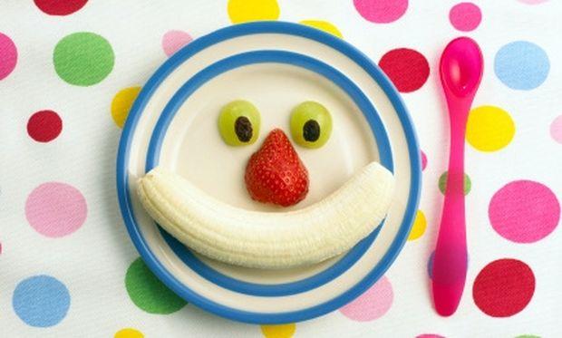 Έξυπνο πιάτο με φρούτα για να τα τρώει το παιδί σας!