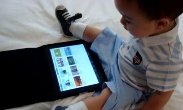 Βίντεο: Χειρισμός του Ipad από ένα... μωρό!