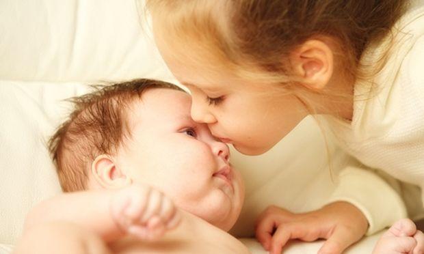 Φέρνοντας το νέο μωρό στο σπίτι