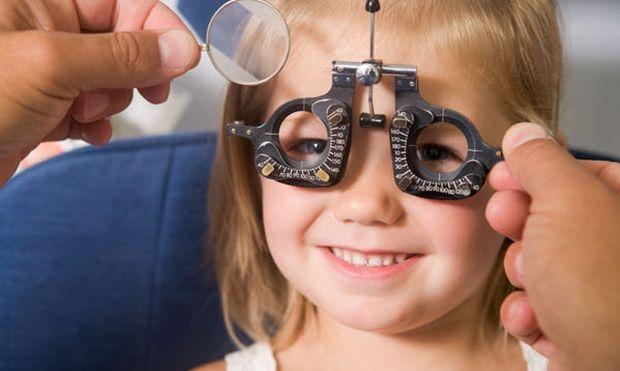 Πώς να καταλάβετε ότι τα παιδιά σας θέλουν γυαλιά
