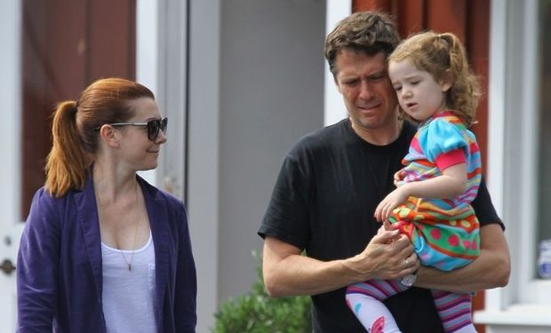 Alyson Hannigan: Απογευματινός περίπατος με την κόρη της!