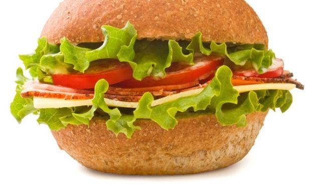 Νόστιμα σαντουιτσάκια με λαχανικά και μπιφτέκι!