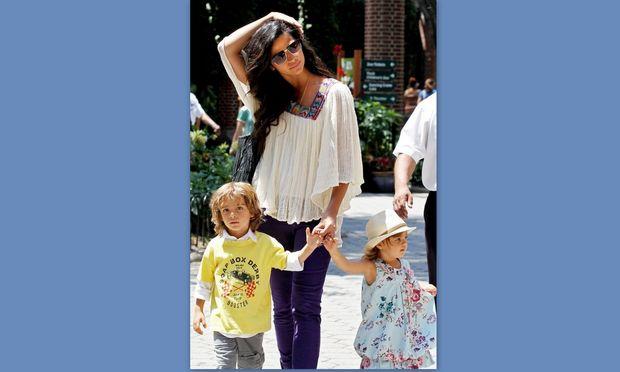 Camila Alves: Τα παιδιά μου λατρεύουν τη φουσκωμένη μου κοιλιά!