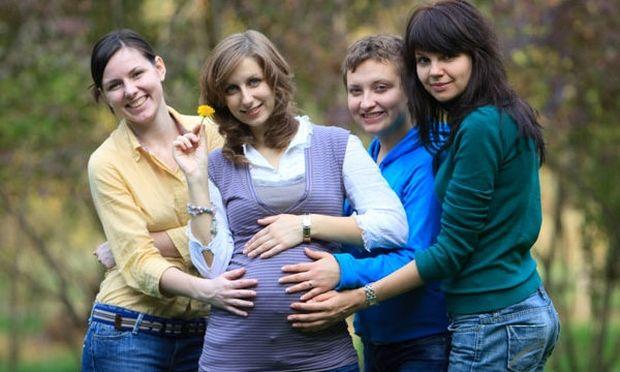 Αποκτήσατε μωράκι; Μην απομακρύνεστε από τις φίλες σας που δεν έχουν παιδιά!