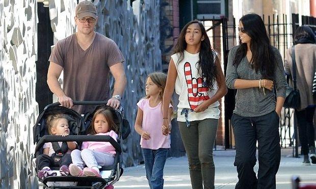 Matt Damon: Βόλτες με τις γυναίκες της ζωής του