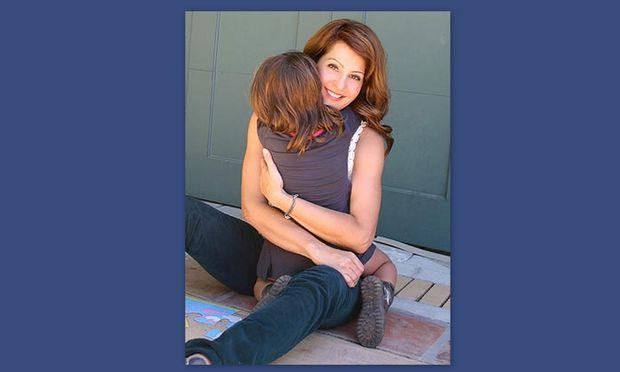 Η Nia Vardalos θυμάται τις στιγμές του καλοκαιριού και βγάζει βιβλίο για την υιοθεσία της κόρης της!