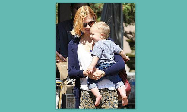 January Jones: Διασκεδάζοντας με το γιο της