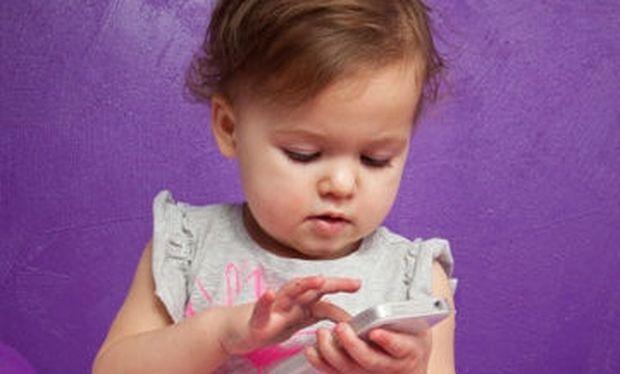 «Κλειδώστε» τα κινητά σας από τα παιδιά σας