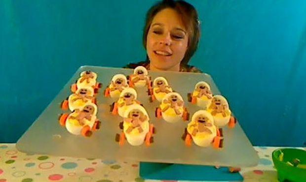 Μοναδικό βίντεο: Φτιάξτε λαχταριστά καροτσάκια από… αυγά!