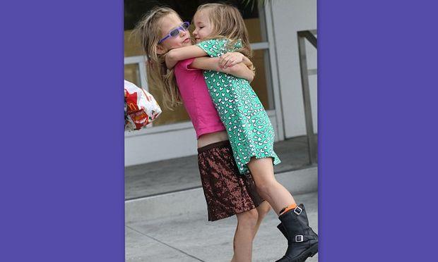Η Seraphina και η Violet Affleck είναι δύο αγαπημένες αδερφούλες