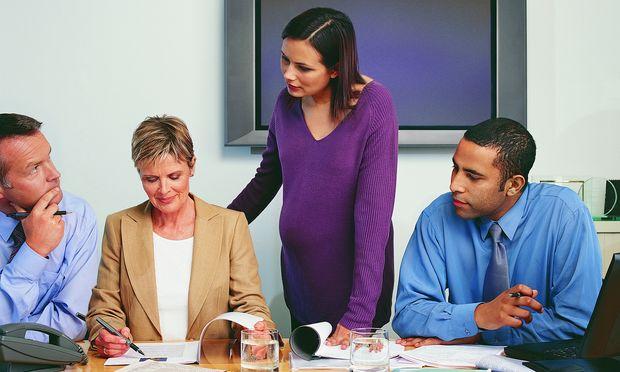 Εγκυμοσύνη και δουλειά: Όταν όλοι οι συνάδελφοι καπνίζουν!