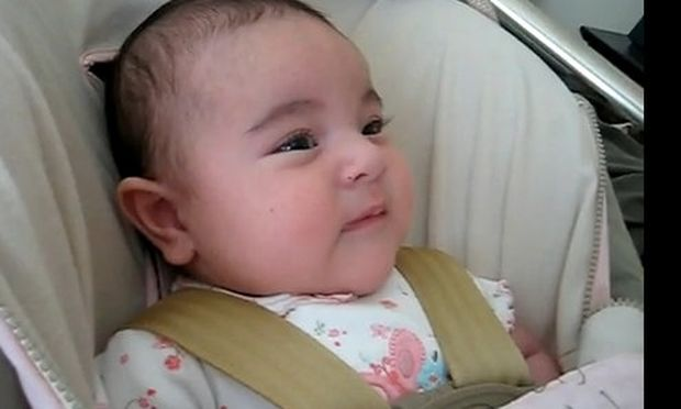 Bίντεο: Είναι τριών μηνών κι όμως τραγουδάει!
