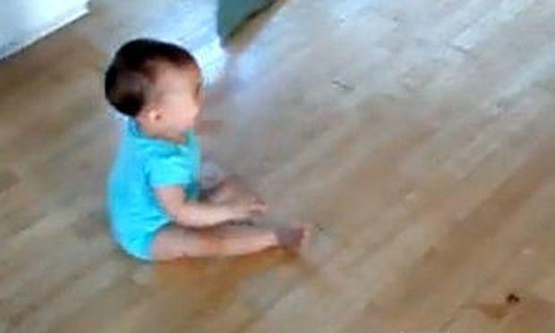 Βίντεο: Μωρό τρομάζει από τον ήχο ηλεκτρικής σκούπας!