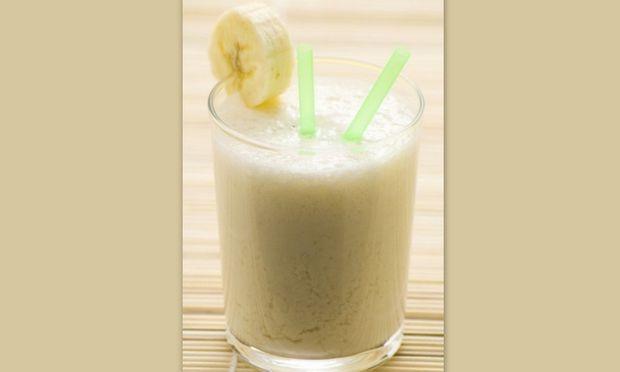 Δεν πίνει το γάλα του το πρωί; Φτιάξτε του μιλκ σέικ μπανάνας!